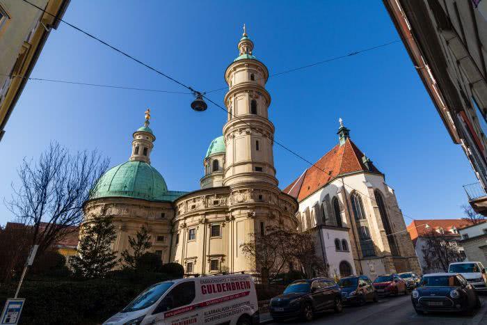 Ein Blick auf das Mausoleum in Graz