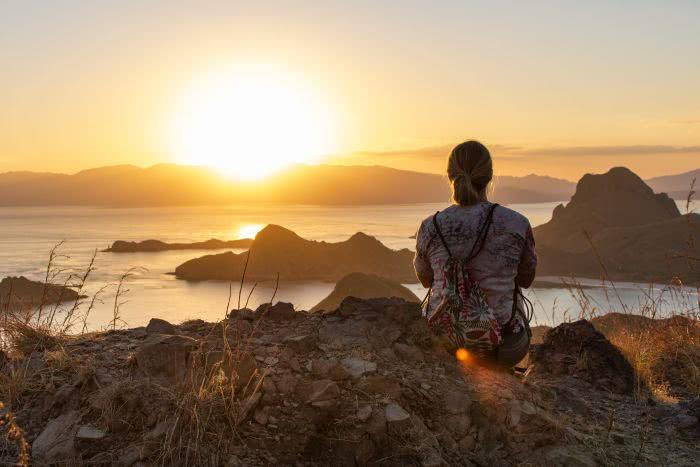 Sonnenuntergang von der Insel Padar im Komodo Nationalpark