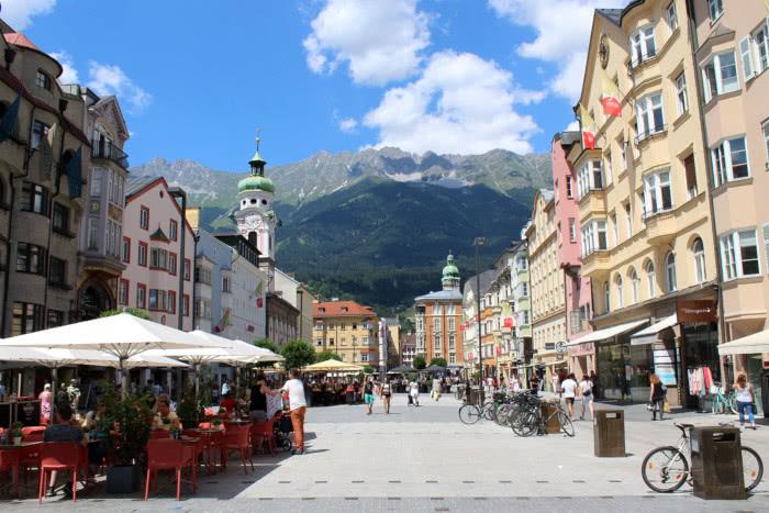 Innsbruck bietet Großstadt und Berge