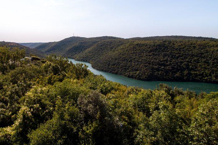 Der Limski Fjord im Naturschutzgebiet in Istrien