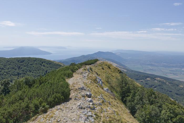 Wandern im Naturpark Ucka auf dem Gipfel Vojak