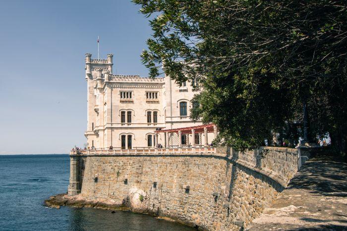 Schloss Miramar etwa 5km von Triest entfernt