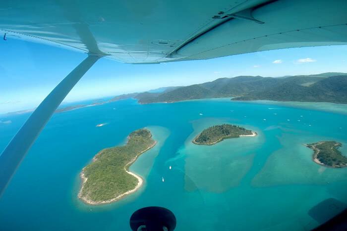 Blick auf die einzelnen Inseln aus dem Flugzeug heraus