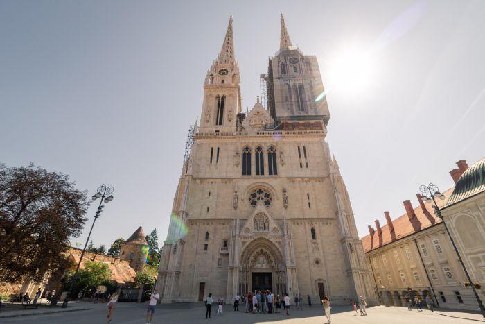 Die Kathedrale von Zagreb im Hochsommer