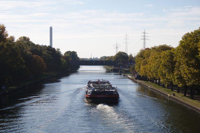 Entlang des Rhein-Herne-Kanals kann man gemütlich spazieren