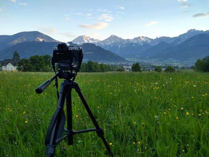 Um professionelle Fotos zu machen hilft ein Stativ bei der Wanderung