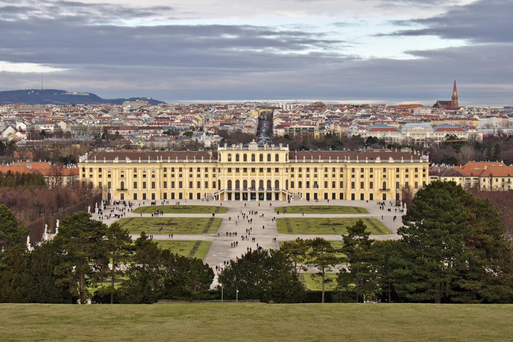 Ausssicht auf das Schloss und den Park von Schönnbrunn