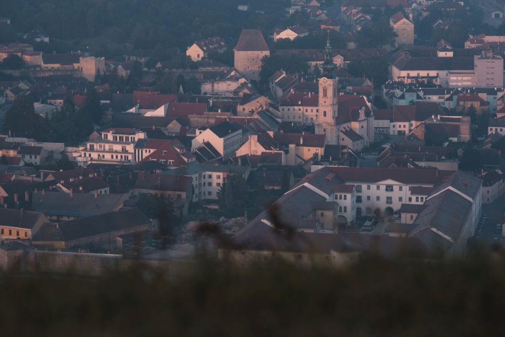 Die noch schlafende Stadt Hainburg an der Donau