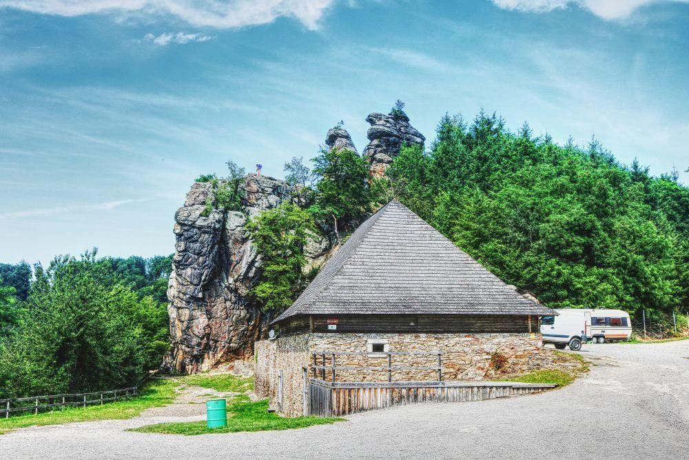 Felsformationen gegnüber der Burgruine Aggstein