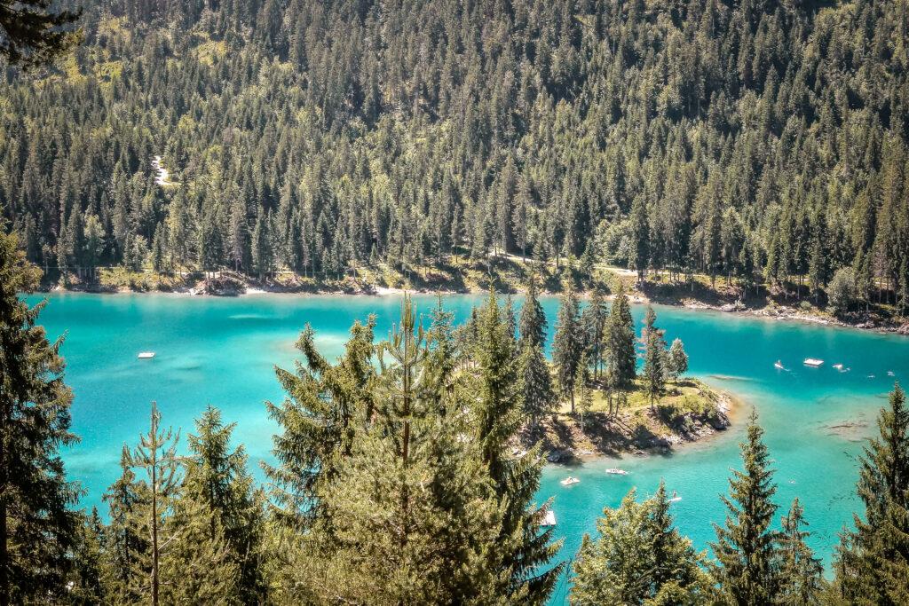 Der Caumasee in der Schweiz ist ein beliebtes Ausflugsziel