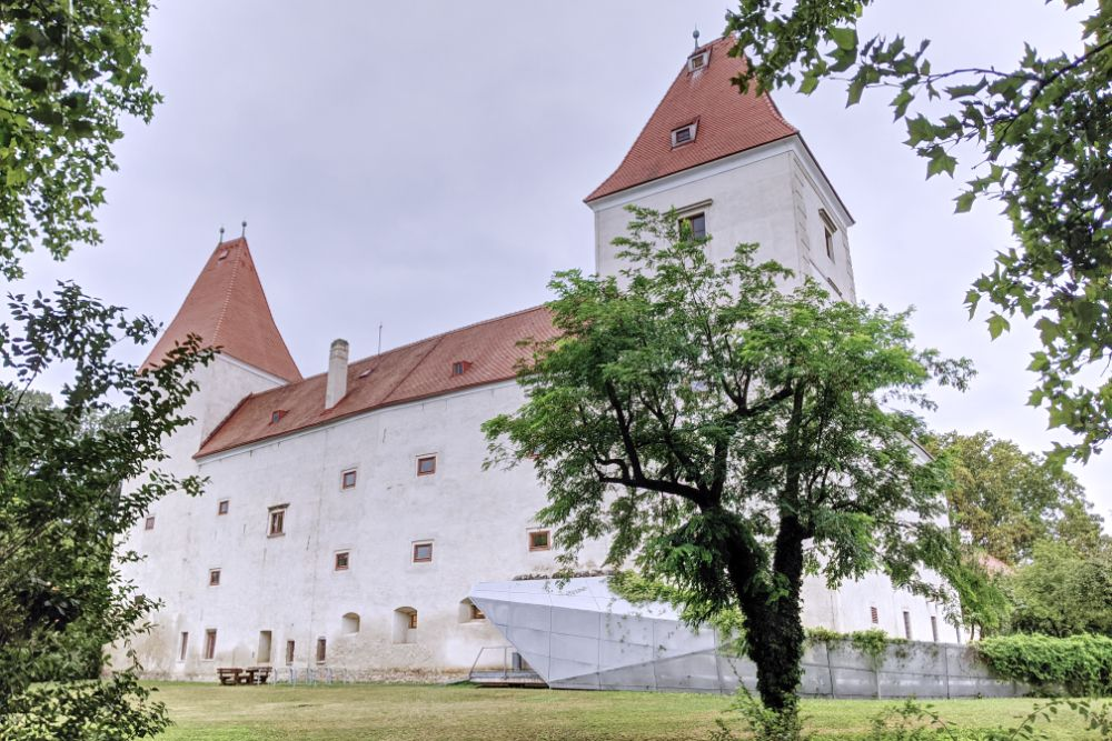 Hier drin liegt das Nationalpark Infozentrum der Donau-Auen