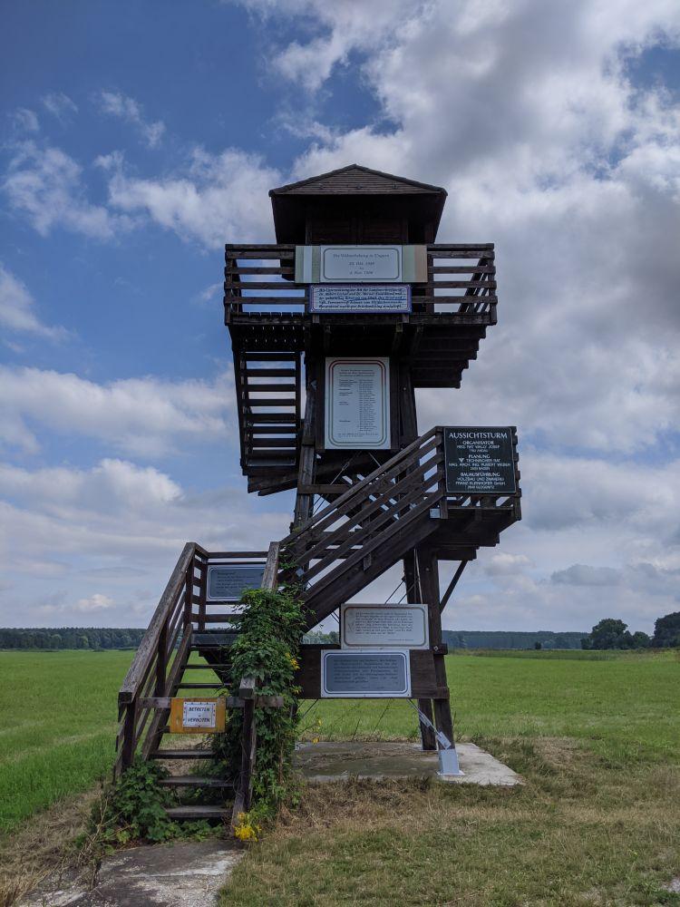 Der Turm an der Brücke von Andau ist zur Zeit baufällig