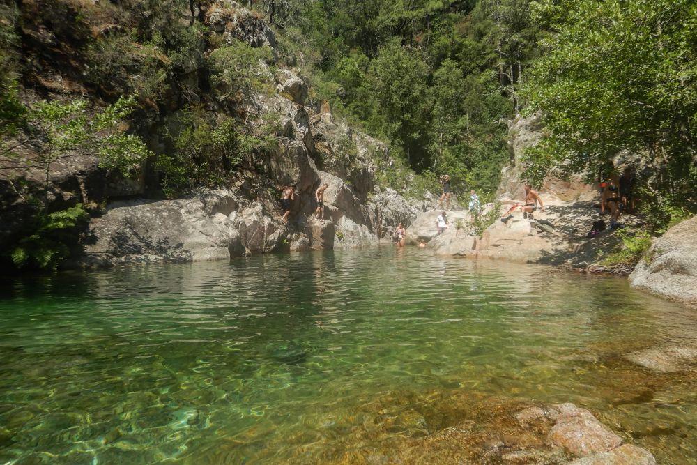 Klares Wasser im Fluss Solenzara