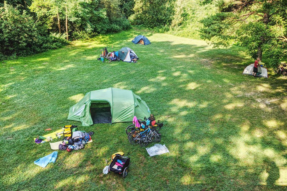Zelten ist möglich direkt bei der Auterrasse