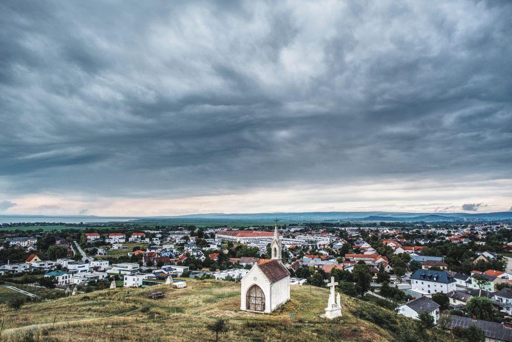 Und auch der Kalvarienberg in Neusiedl bietet eine schöne Aussicht