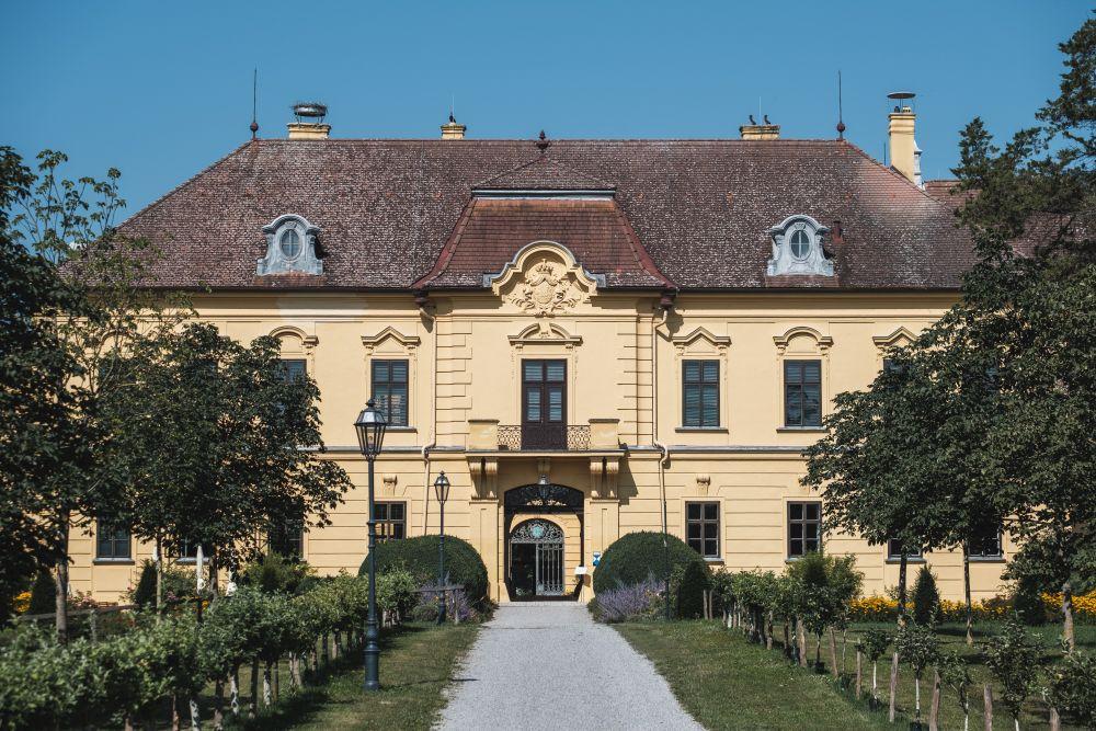 Das Schloss Eckartsau ist ein Ausflug wert