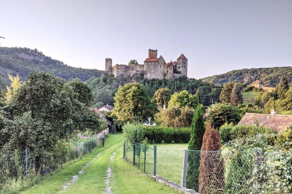 Die Burg Hardegg gibt aus jeder Perspektive eine gute Figur