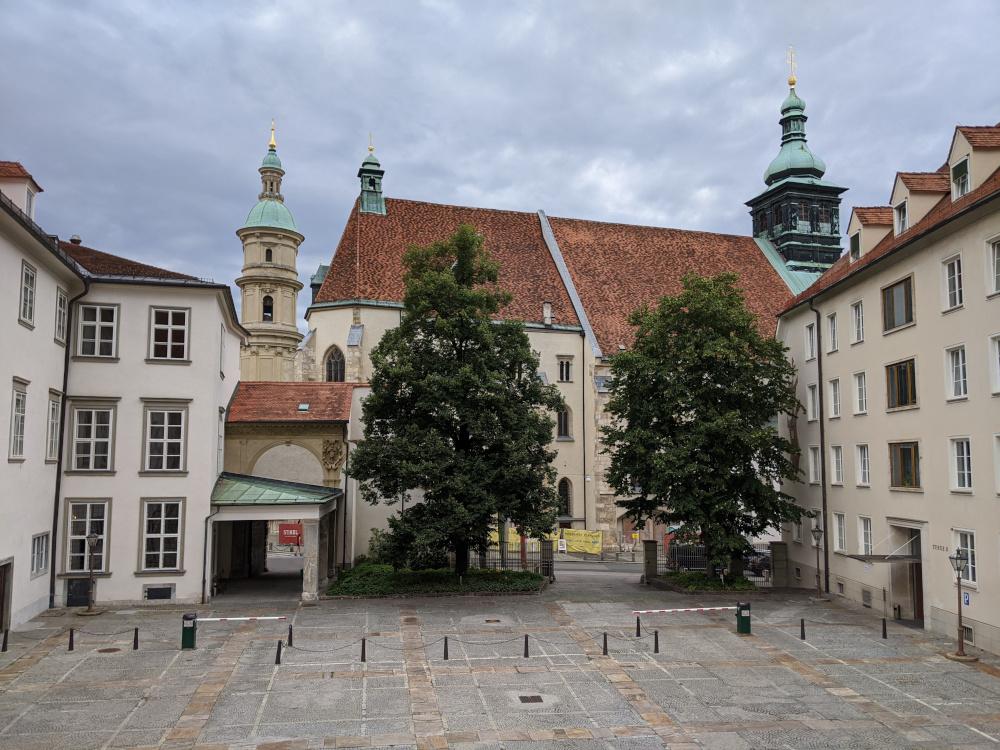 Blick auf Mausuleum & Grazer Dom von der Doppelten Wendeltreppe