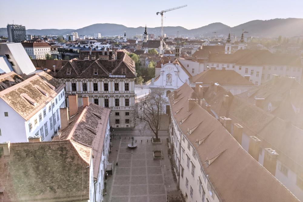 Die Dreifaltigkeitskirche von den Schlossbergstiegen aus gesehen