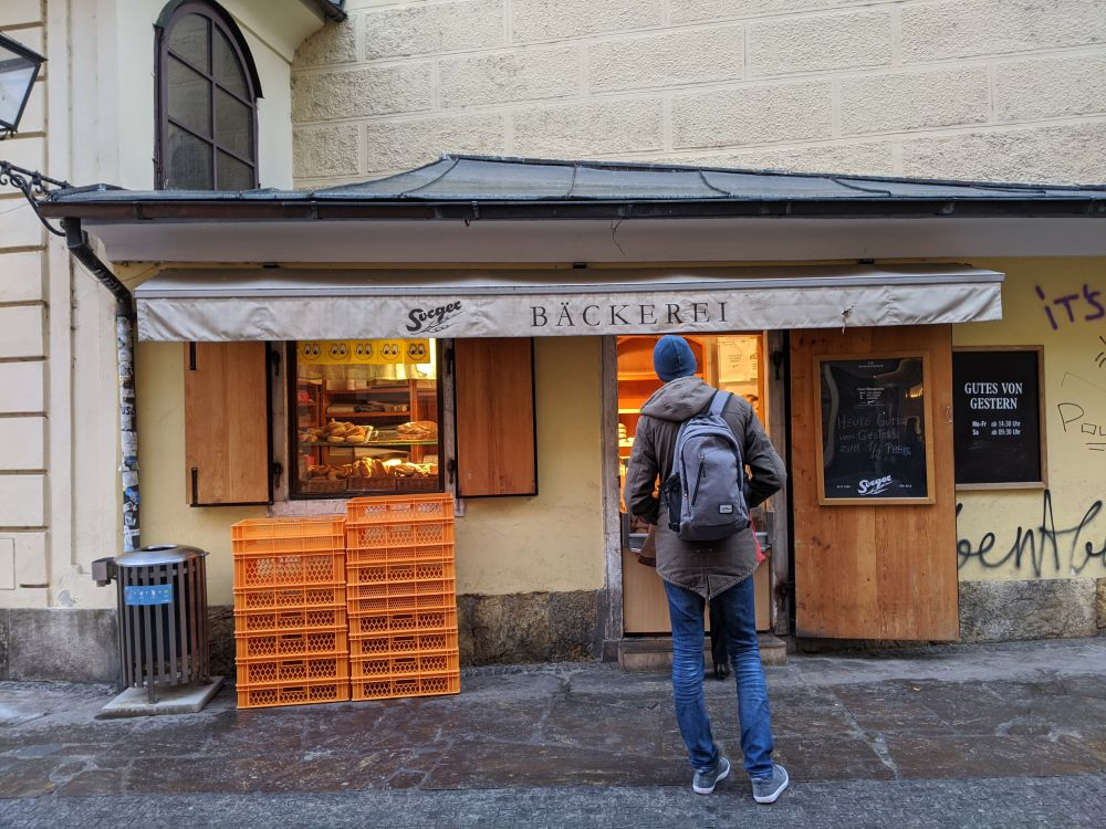 Direkt bei der Franziskanerkirche gibt es kleine Läden, wie diese Bäckerrei