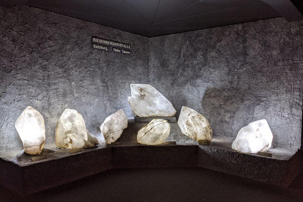 Riesenbergkristalle aus der Region Hohen Tauern im Haus der Natur