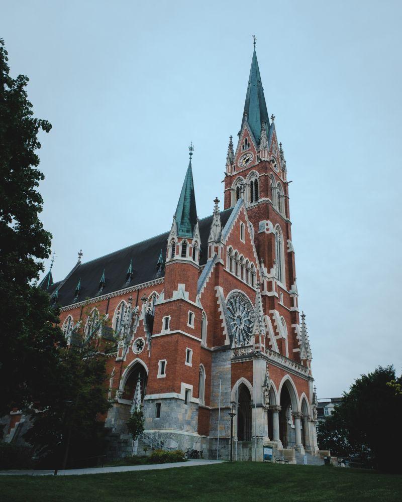 Die beeindruckende Herz-Jesu-Kirche wurde im Backsteinstil gebaut