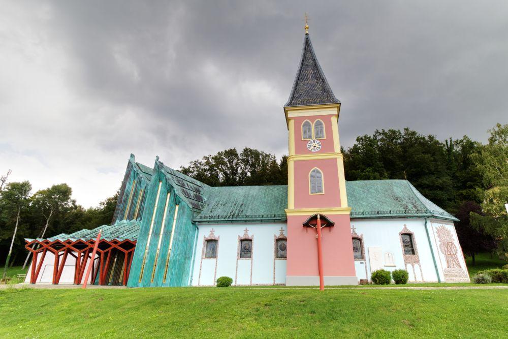 Die bunte, kitschige Pfarrkirche St. Jakob
