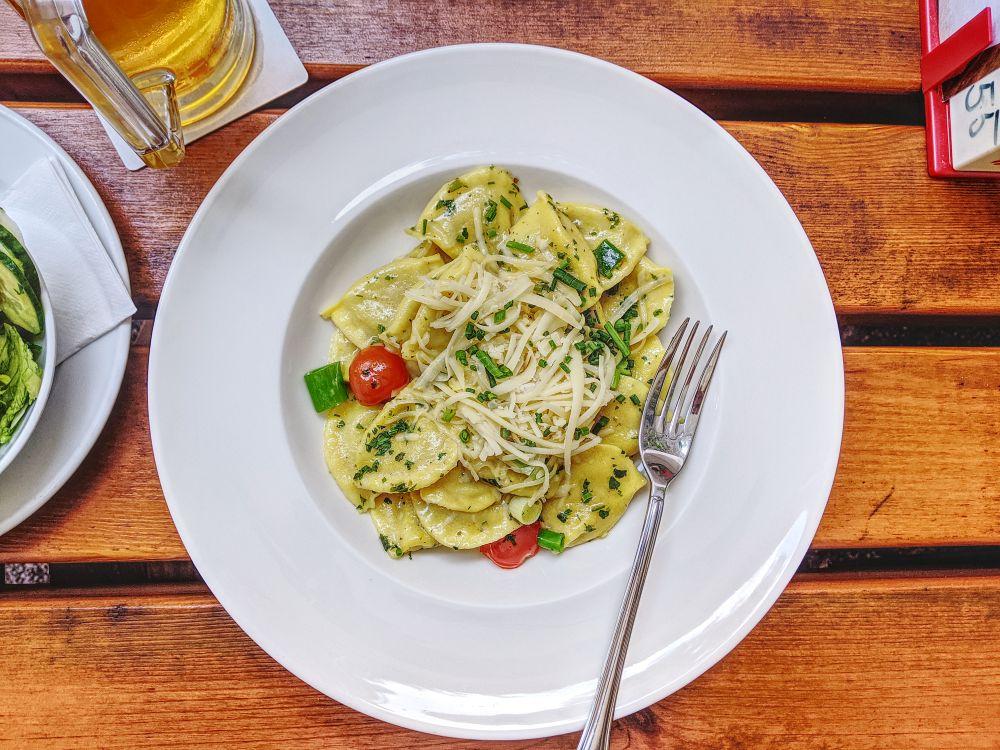 Vegetarisch in Salzburg: Leckere Teigtaschen gefüllt mit Eierschwammerl