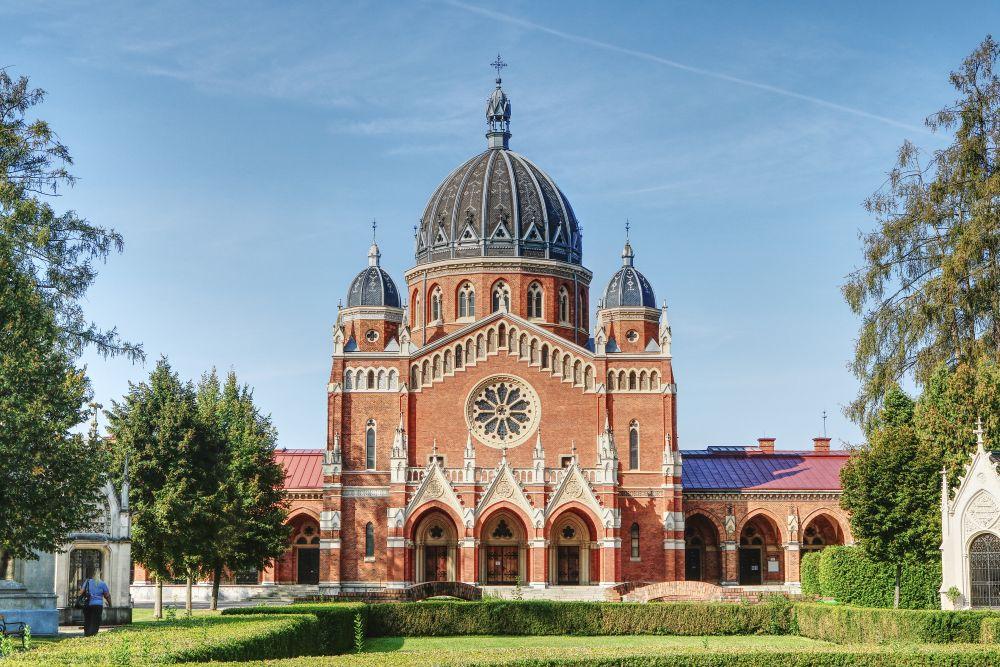 Die Kirche zum gekreuzigten Heiland auf dem Zentralfriedhof