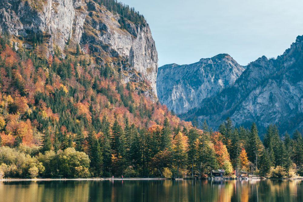 Der Leopoldsteinersee ist nicht nur im Herbst ein beliebtes Ausflugsziel