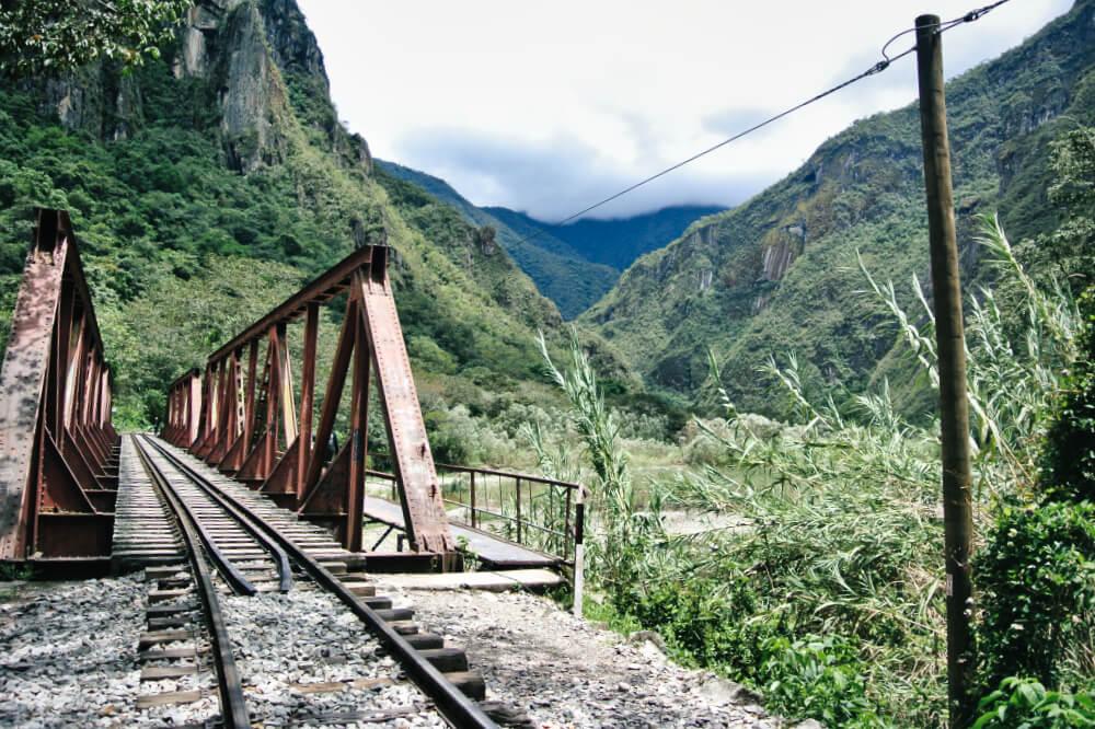 Beim Trekking geht es ab und an auch mal über Gleise