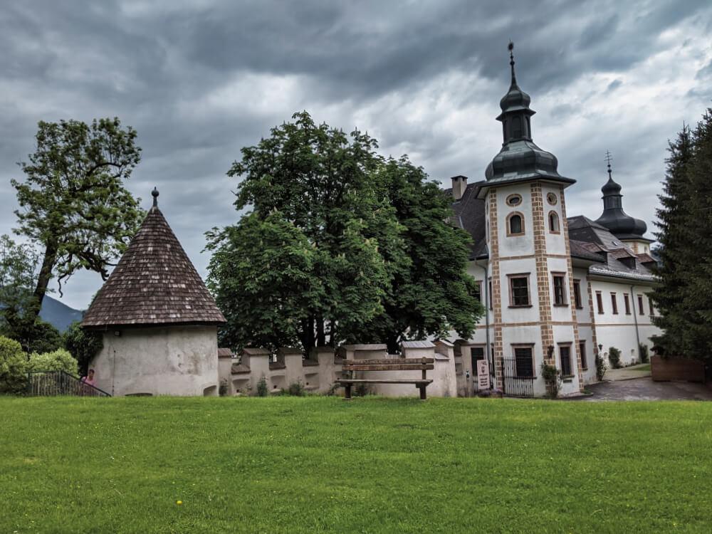 Im Schloss Röthelstein kann man nächtigen und gut Essen
