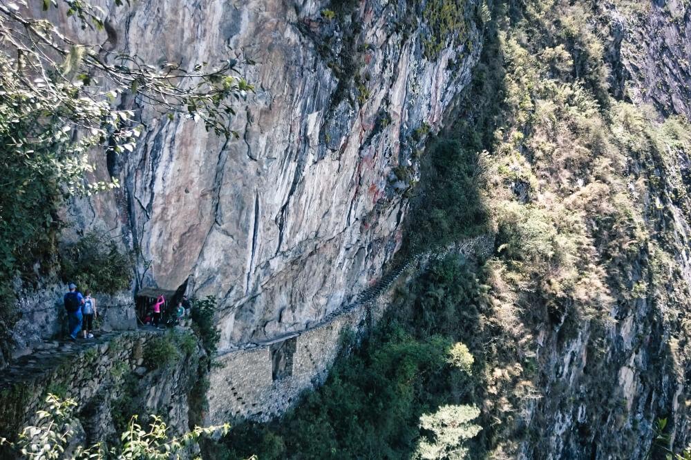 Würdest du diese schmale Inka-Brücke begehen?