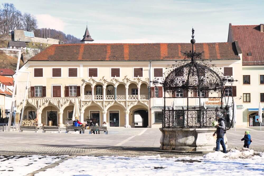 Der Hauptplatz mit Einsernem Brunnen in Bruck an der Mur