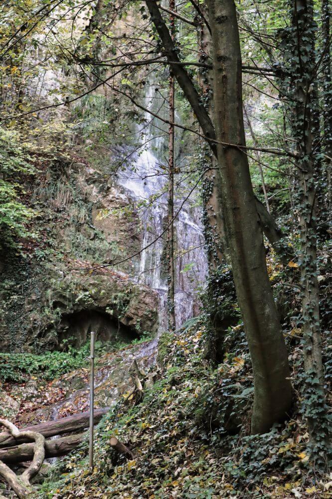 Diesen beeindruckenden Wasserfall sieht man bei einem Spaziergang in Peggau