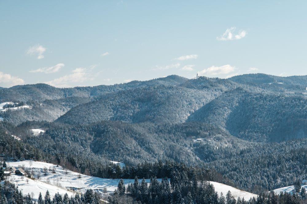 Was für eine verschneite Winterlandschaft in der Südsteiermark