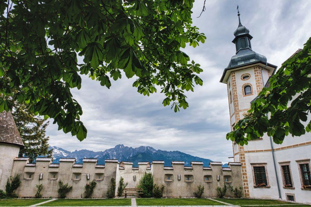 Beeindruckende Bergkulisse vom Schloss Röthelstein aus gesehen