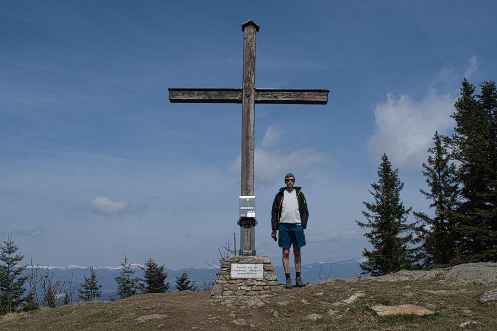 Der Masenberg und das Gipfelkreuz auf 1.261 m
