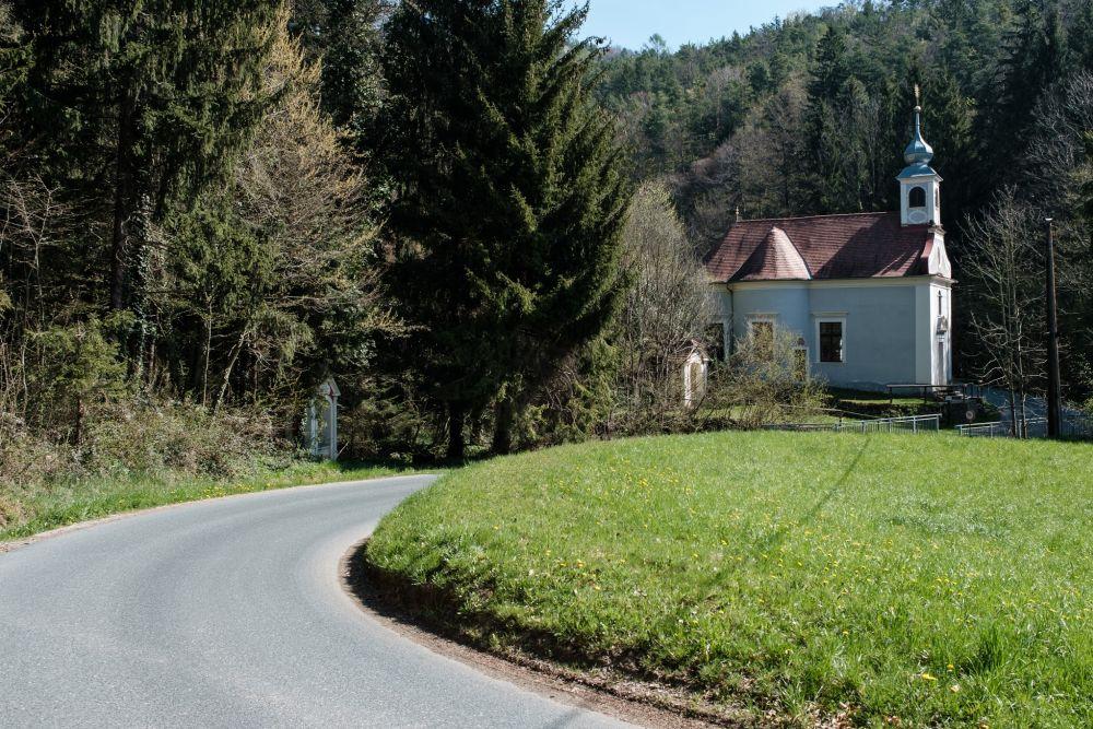 Das ist die Herz-Jesu-Kirche am Pöllauer Kalvarienberg