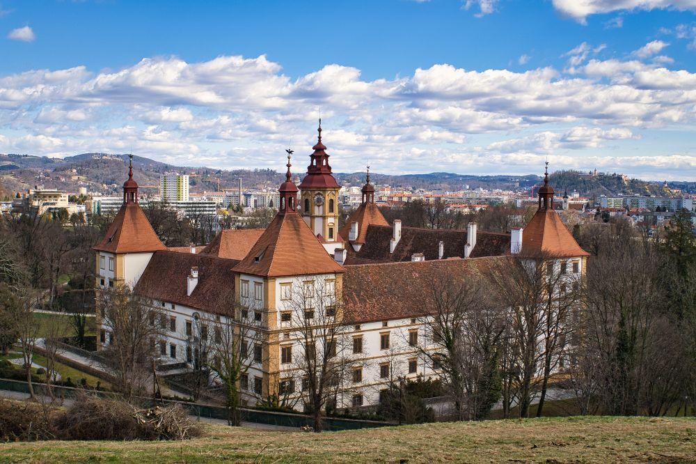 Schloss Eggenberg von der Rückseite aus gesehen