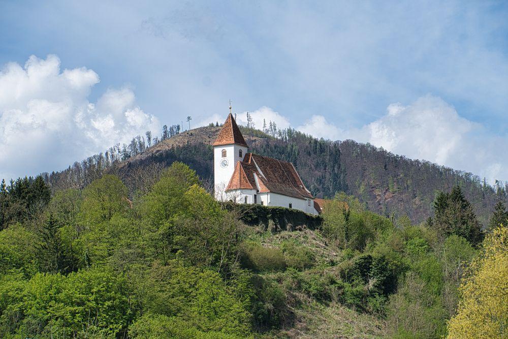 Das ist die schöne Deutschfeistritz Pfarrkirche, die schon von weiterm zu sehen ist