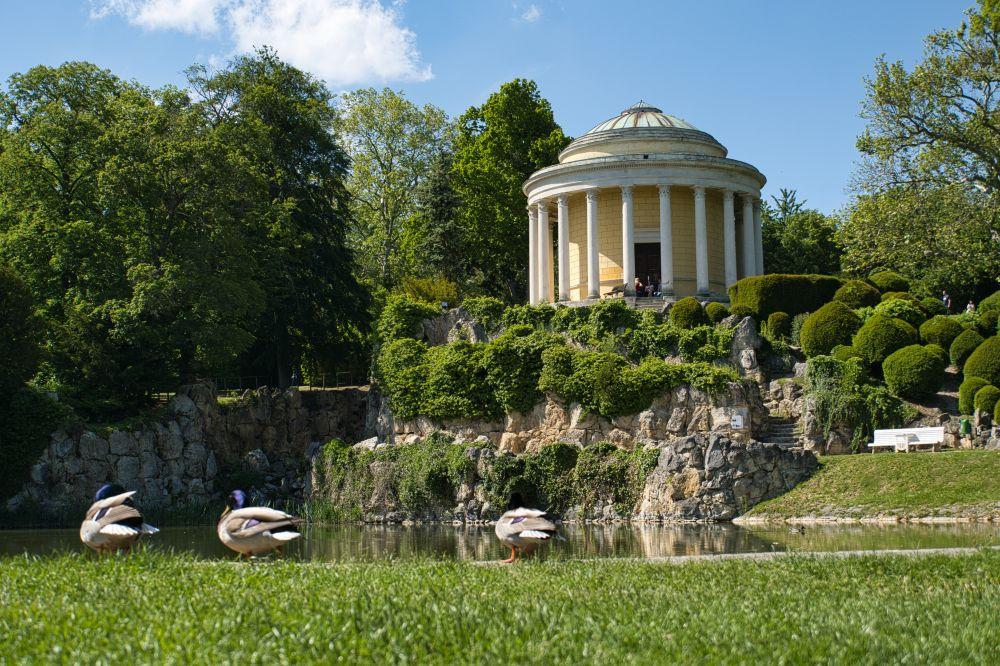 Leopoldinentempel im Schlosspark