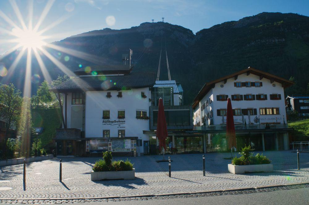 Blick auf die Talstation der Rüfikopfbergbahn
