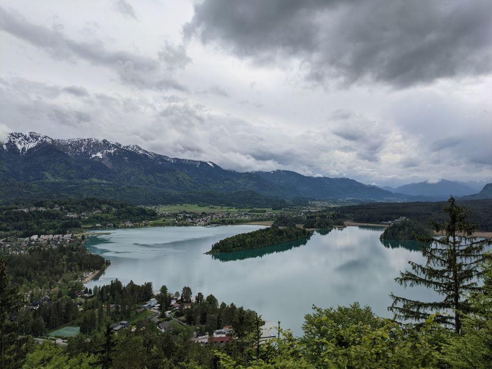Der türkise Faaker See von der Taborhöhe aus
