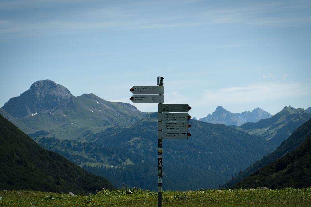 Der Lechweg ist hier links angeschrieben.