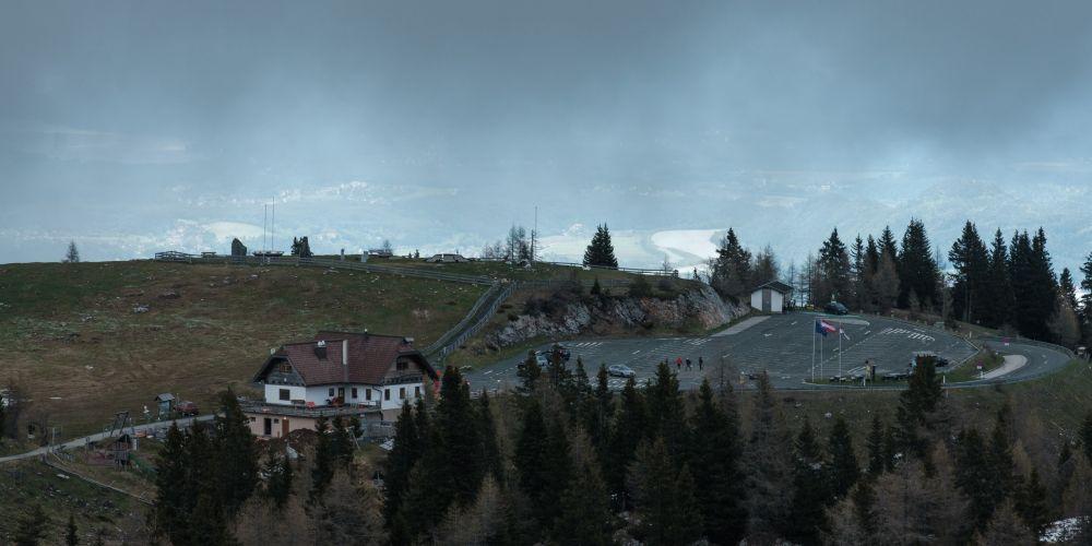 Großer Parkplatz ganz oben auf der Villacher Alpenstraße