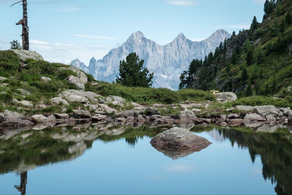 Das ist der wunderschöne Spiegelsee und das Dachsteinmassiv
