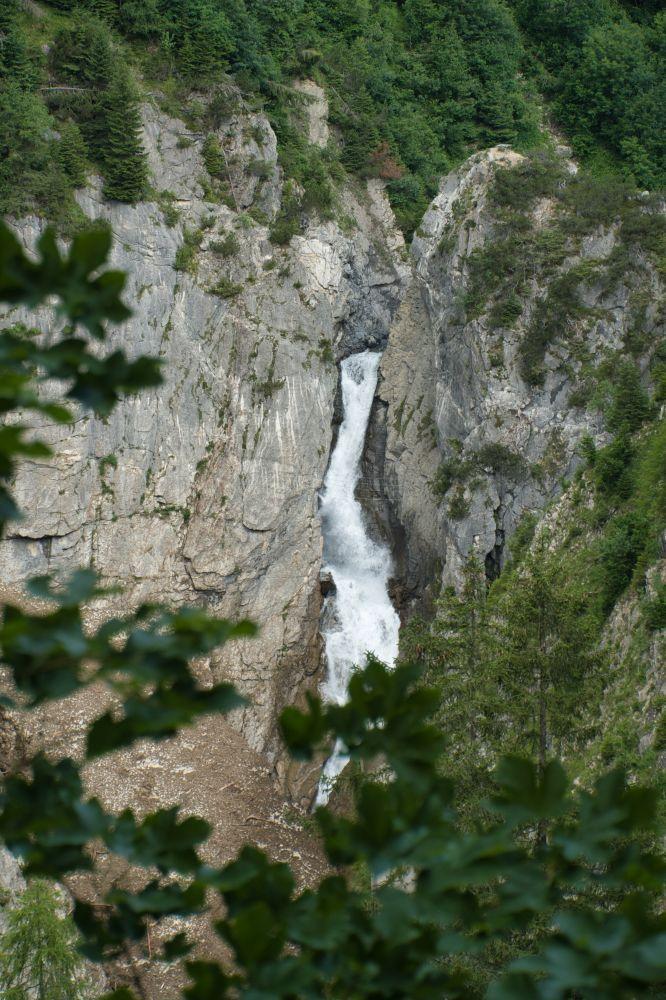 Ausblick auf den imposanten Simmswasserfall