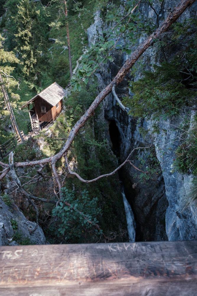 Blick auf das Wasserloch am Ziel der Wanderung