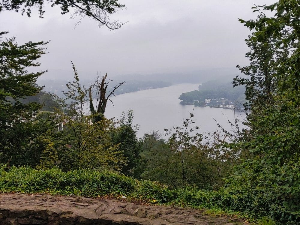 Ausblick vom Baldeneysteig der Nordroute auf den See